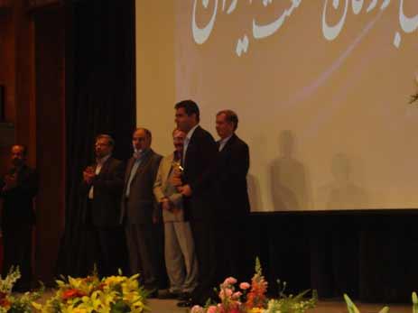 34b3d82138c5 در این مراسم از آقای مهندس غلامرضا محمودی بنیانگذار صنعت بلکا در ایران و  جهان تجلیل و تقدیر به عمل آمد و تندیس همایش به ایشان اهدا گردید.